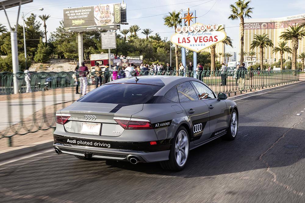 Une Audi A7 Sportback piloted driving dans les rues de Las Vegas lors du CAS 2015.