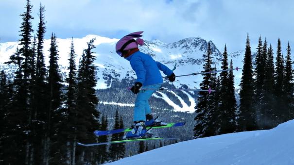 Débuter le ski : à quel âge peut-on se lancer ?