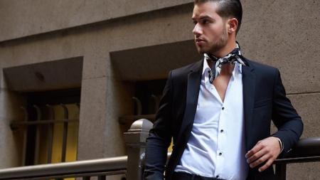 Le foulard, l'accessoire du dandy