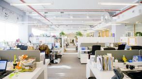 Aménager un open space avec des bureaux bench