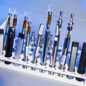 Que contient un kit complet de cigarette électronique?
