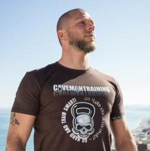 Spécial homme: comment choisir le t-shirt idéal selon votre morphologie?