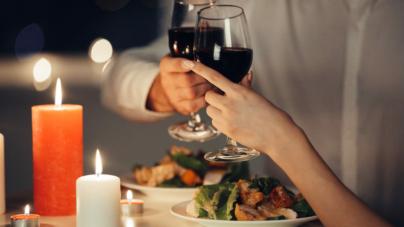 Quel type de plat commander lors d'un dîner romantique ?