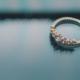 Comment bien choisir la bague de fiançailles de votre dulcinée?
